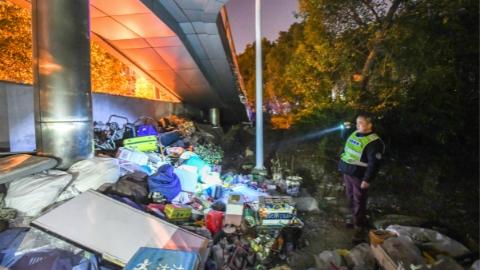 寒冬之夜,上海加大对流浪、乞讨等人员救助力度
