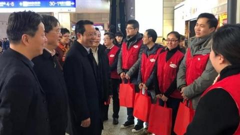 志愿服务短视频征集中|感受上海城市温度,志愿者奋战在春运一线