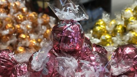 175岁的瑞士老牌巧克力制造商:发展电商平台时,别冷了实体经济