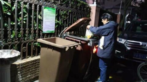 这个垃圾桶不仅会说话,还听得懂上海话!闵行古美四村装上智能语音垃圾桶