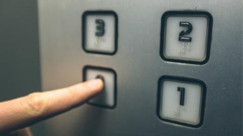 周祥委员:将多层住宅加装电梯纳入政府实事项目