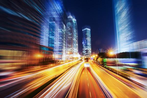 这名高一女生为何独自逆向行走在沪昆高速快车道上?