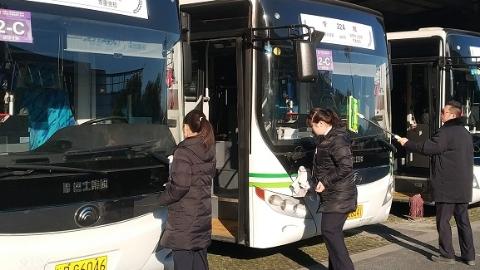巴士四公司一车队连续四年保障两会 幕后英雄收获政协委员一致好评