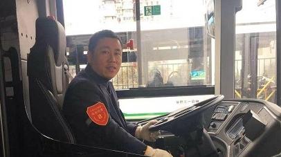 业务员车里丢失几十份保险合同 驾驶员当天送还助其过个安心年