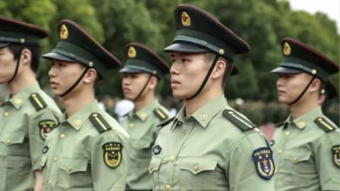 """曾接受海上阅兵的上海政法学院退役军人学生周家豪:""""今年的阅兵式再次点燃了我的心!"""""""