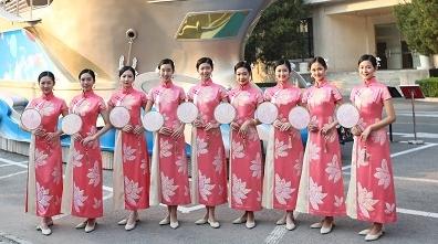 """7名上海女大学生身披""""花仙子""""亮相国庆长安街"""