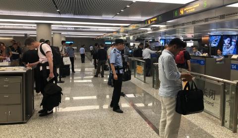"""受18号台风""""米娜""""影响 国庆假期首日10架次国际航班备降上海虹桥机场"""