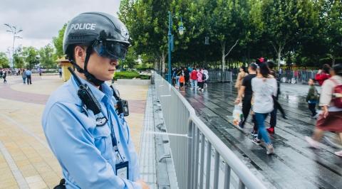 台风天的迪士尼有他们守护!浦东警方积极应对上海国际旅游度假区高客流