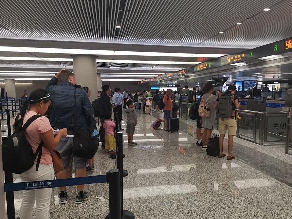 国庆长假进入后半场 昨起虹桥机场迎来入境高峰