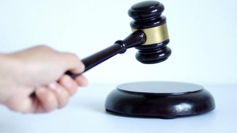 上海松江区原副区长陈小锋涉嫌受贿、滥用职权罪被提起公诉