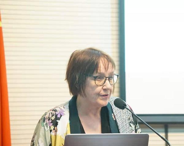 卡丽教授分享她的教育戏剧观(黄杨圆 摄影).jpg
