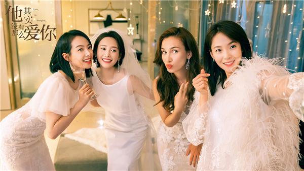 图6:宋茜、卢靖姗、张佳宁、李纯身着华服开心自拍.jpg