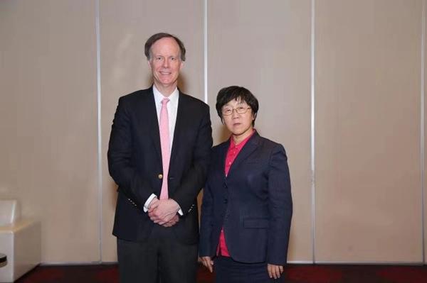 图说:陈楠和威廉·凯林(左)合影 采访对象供图.jpg