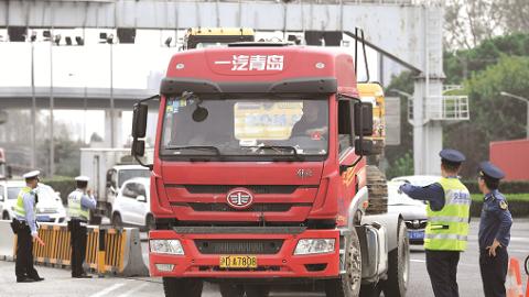 6辆超限车辆上午被查处 申城编制高科技立体化全覆盖全天候治理超限网络
