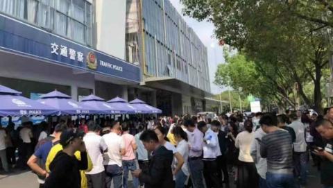 松江交警全市首开双休日违法处理窗口明起全天服务12.5小时