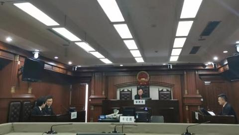 """沪首例""""咸猪手""""入刑案宣判,王某某因强制猥亵罪被判六个月"""