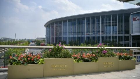 """办证效率提高、轨交出入更快、车辆""""即停即走""""!上海警方推三项新举措服务第二届进博会"""