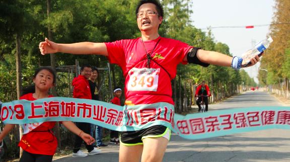 """上海城市业余联赛如火如荼 松江""""小昆山杯""""亲子跑受热捧"""