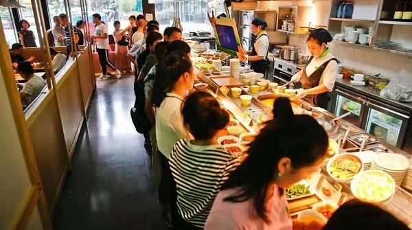 """中式快餐越来越受追捧,""""白领外食族""""大幅上升"""