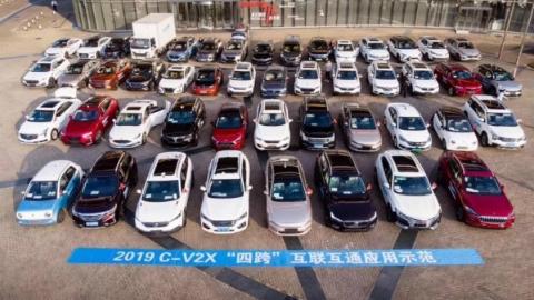 闯红灯预警、绿波车速引导、盲区提醒……来上海国际汽车城体验最新智能网联汽车功能
