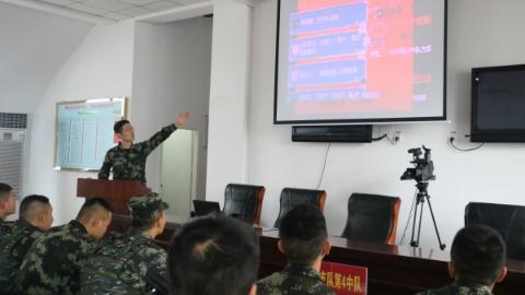 """新鲜!武警部队课堂上狂""""飞""""""""弹幕"""" 向指导员提问和吐槽......"""