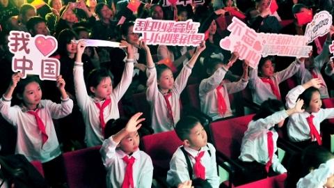 """""""种子记住雨滴的叮嘱,增强了出土的勇气……""""听,这是申城小学生自己编的童谣"""