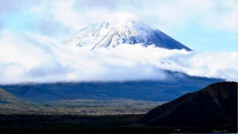 日本警方在富士山发现一具遗体 疑为直播中摔落男子