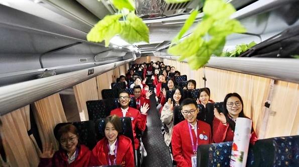 """凌晨3时的松江大学城,""""小叶子""""大巴纷纷出发!"""