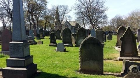 """墓地""""重叠""""? 英国拟推行""""共享墓地"""""""