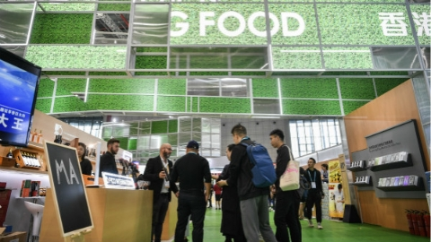 """""""一顿午饭吃了一个多小时""""!进博会上香港企业受热切关注"""