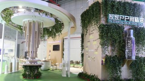 """800种植物芳香打造进博会""""最香""""展台 全球首发枫香精油来自中国古老树种"""