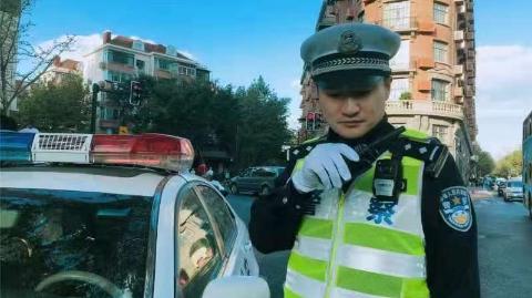 """""""最美基层民警""""王润达:""""绣""""出红绿灯下的美丽"""