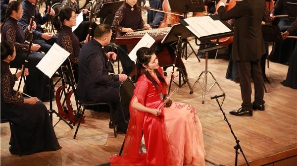 用中国民族乐器演奏俄罗斯民族乐曲,会产生什么化学反应?