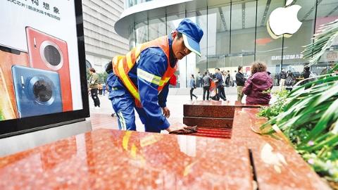 """今日焦点丨黄浦区精细化管理有了新目标:逛南京路步行街可""""席地而坐"""""""