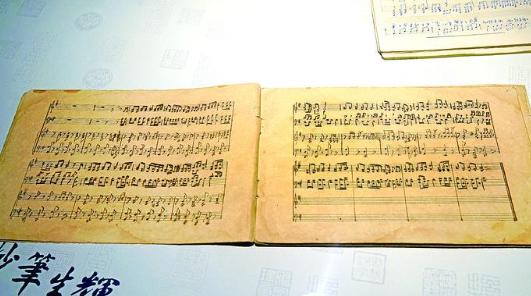 读出手稿里的心事 挽留笔画间的背影——听上图副馆长周德明说手稿集藏背后的故事