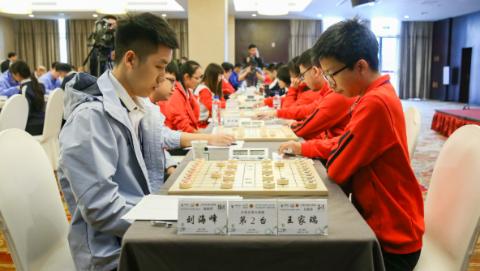 大学生混合团体惊险夺冠,智运会象棋上海摘下首金