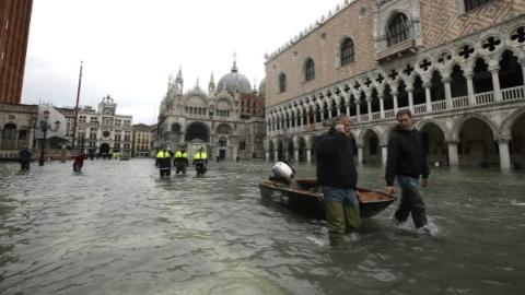 威尼斯水患致多处古迹受损 当局呼全球捐款修复