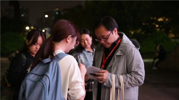 """天下艺家④丨""""螺丝钉""""的光芒,聚焦艺术节幕后人物"""