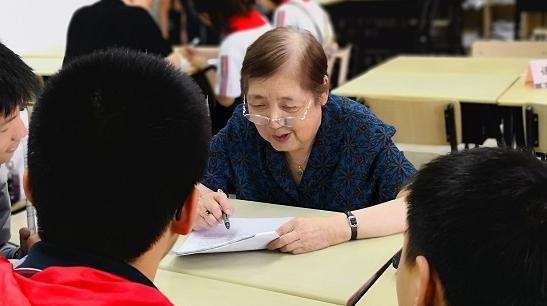 87岁老校长和一群老师的坚守!黄浦区劳模爱心学校连续19年义务补课