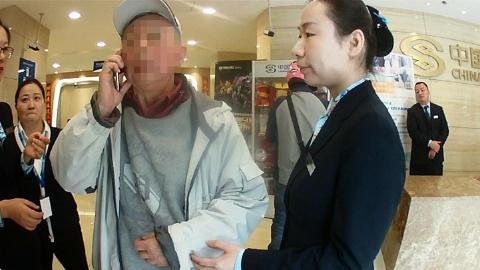 """为劝阻电信诈骗,民警竟向骗子""""索要""""银行账号"""