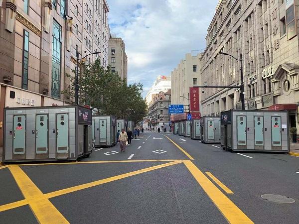 图说:上周日上马沿途的移动厕所 采访对象提供.jpg
