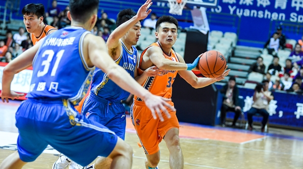 罗汉琛再次成为上海男篮翻盘功臣,但李秋平为什么却让他打替补?