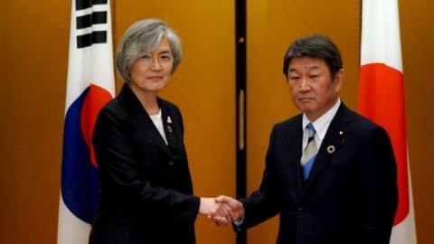 日韩外长同意争取下月实现两国首脑会谈
