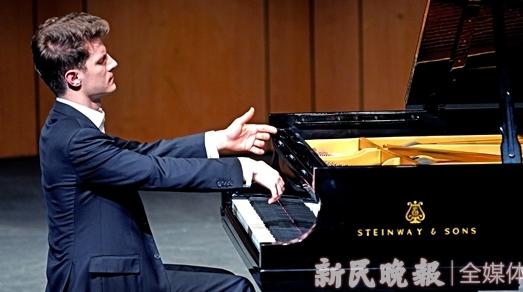 德国青年钢琴家亚历山大·克利彻沪上献艺受追捧
