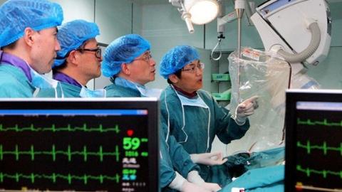 """奉贤""""救心""""名医乔增勇:24小时不关机,为患者开辟""""生命通道"""",十一年救下数千条生命"""