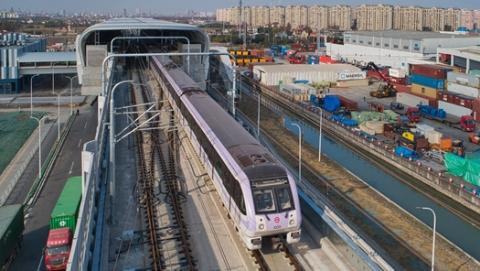 10号线二期列车上线调试 明年年底有望开通