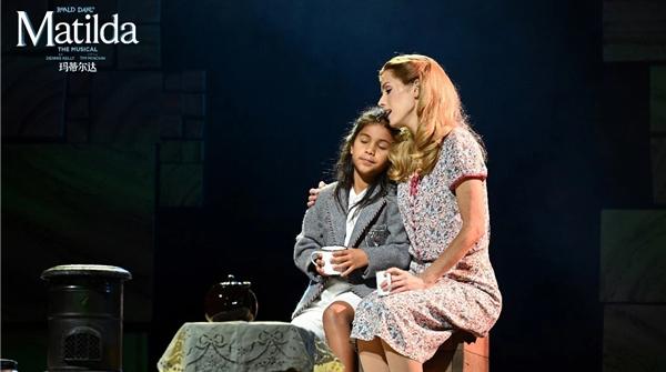 是什么音乐剧让孩子看完就主动捧起了书本?《玛蒂尔达》做到了!
