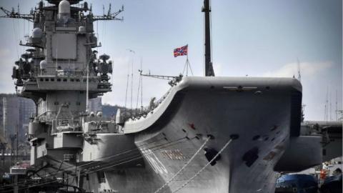 1死12伤!俄唯一现役航母维修时起火 事发时未存放弹药
