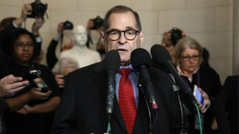 美国众院司法委员会批准递交弹劾条款