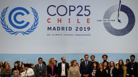 史上最长气候大会闭幕:各方固执己见 明年还得再谈